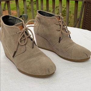 Toms Suede Desert Wedge Booties Size 9